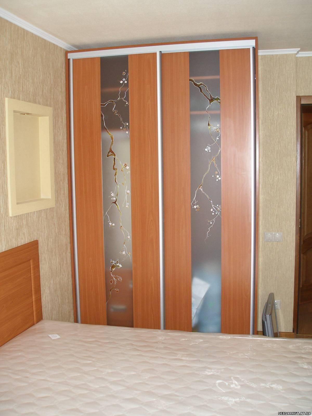 Фото: шкафы-купе под заказ, двери зеркальные, стекло, пескос.